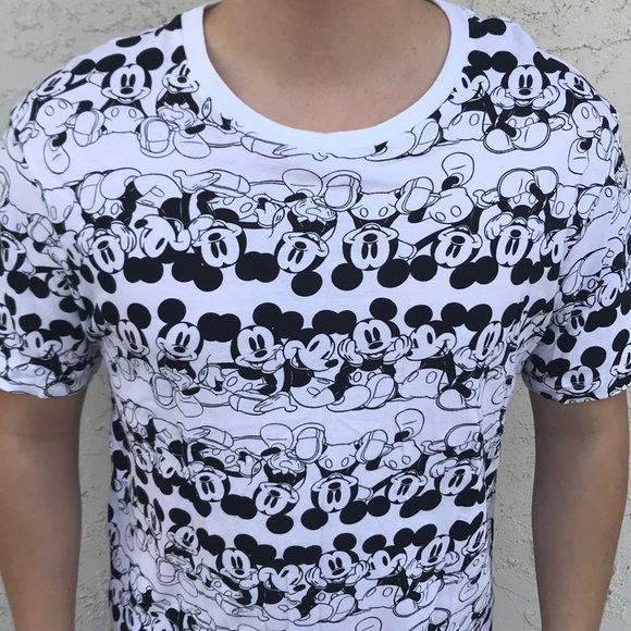 3d997eb4915 Forever21 Men s Mickey Mouse T-shirt